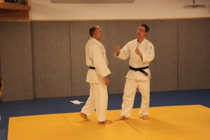 Mathias Hansen instruerer.