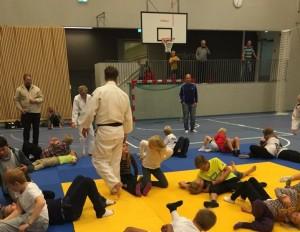 Mange barn som fikk prøve judo!