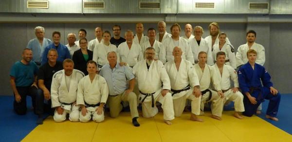 Deltakerne på dommerseminaret etter praksisøkt. FOTO: Ingebjørg Holbø