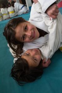 Jenter som trener judo i Afghanistan