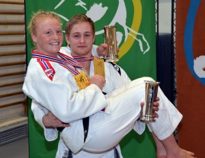 Årets kongepokaler ble vunnet av Cecilie Bolander, Ippon Judoklubb, og Herman Hermansen, Sandnes Judoklubb. FOTO: Christian Wolff