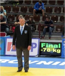 Dommerrapport EC Dubrovnik: Thom Hallum dømmer finalen i -78 kg. FOTO: Christer Løfgren (Sverige).