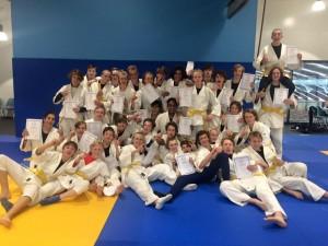 Judo Oilers: En glad gjeng i Stavanger Judoklubbs dojo etter bestått gradering. FOTO: Rune Andersen.