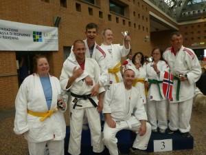Fornøyde utøvere og trenere fra Nesodden Judoklubb.