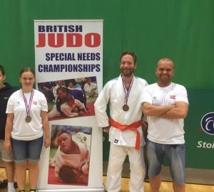 Deltakerne fra Trondheim Judo Kwai er fornøyde med medaljefangsten.