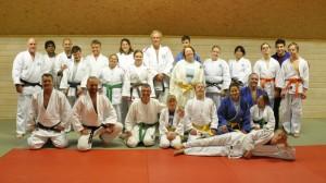 Fornøyde judoutøvere med funksjonsnedsettelser fra inn- og utland.