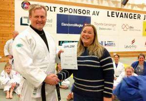 Tildeling av honorær grad til Johnny Roaldseth i Levanger.